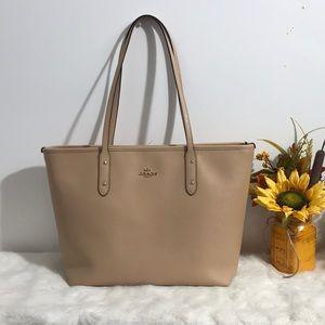 Coach women's shoulder purse color Cream
